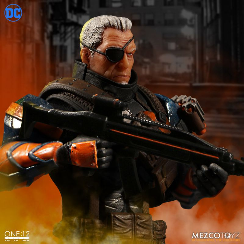 One:12 Collective DC Universe Deathstroke by Mezco Toyz