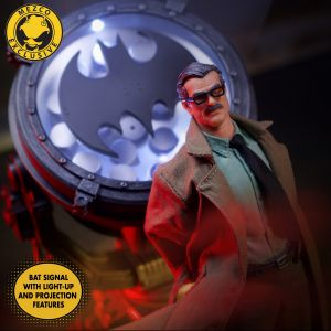 One:12 Collective Commissioner James Gordon and Bat Signal - Deluxe Edition
