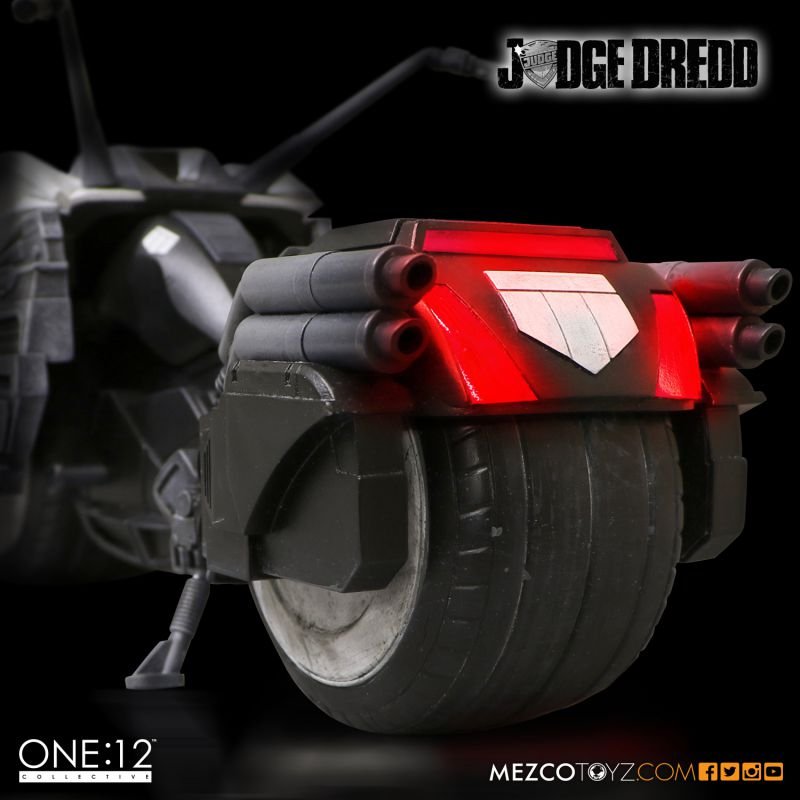 One:12 Collective Judge Dredd & Lawmaster Limited Edition set by Mezco Toyz